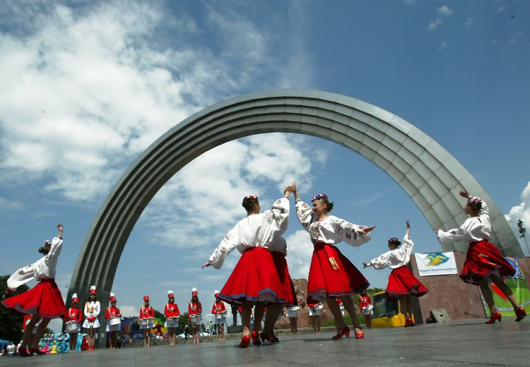 Как блогеры отреагировали на заявление министра о сносе памятника Дружбы народов России и Украины
