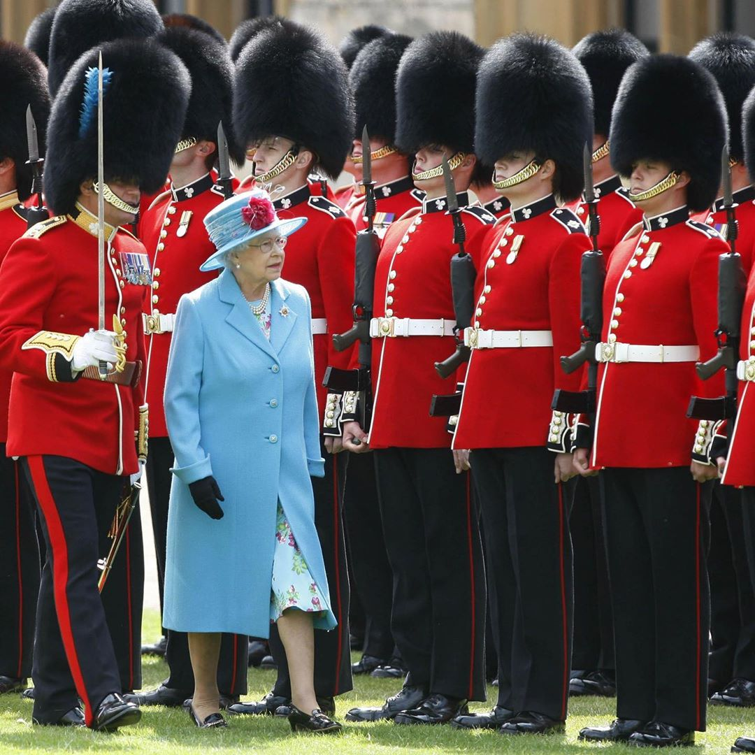 После консультации с врачами 93-летняя Елизавета II скрылась от коронавируса в замке