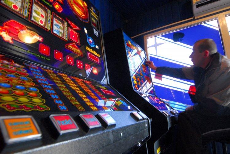Игра в азартные игры в заведении гаминаторы слот автоматы играть бесплатно
