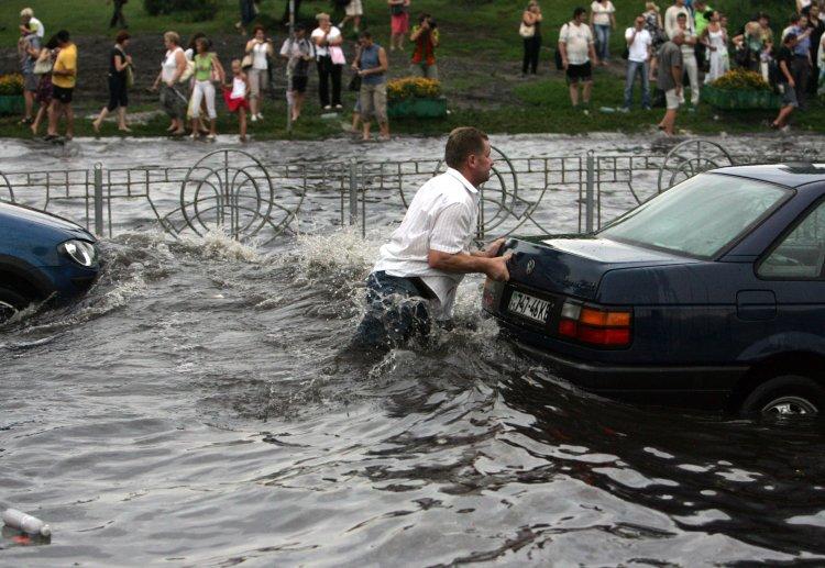 После дождей улицы столицы текут реками