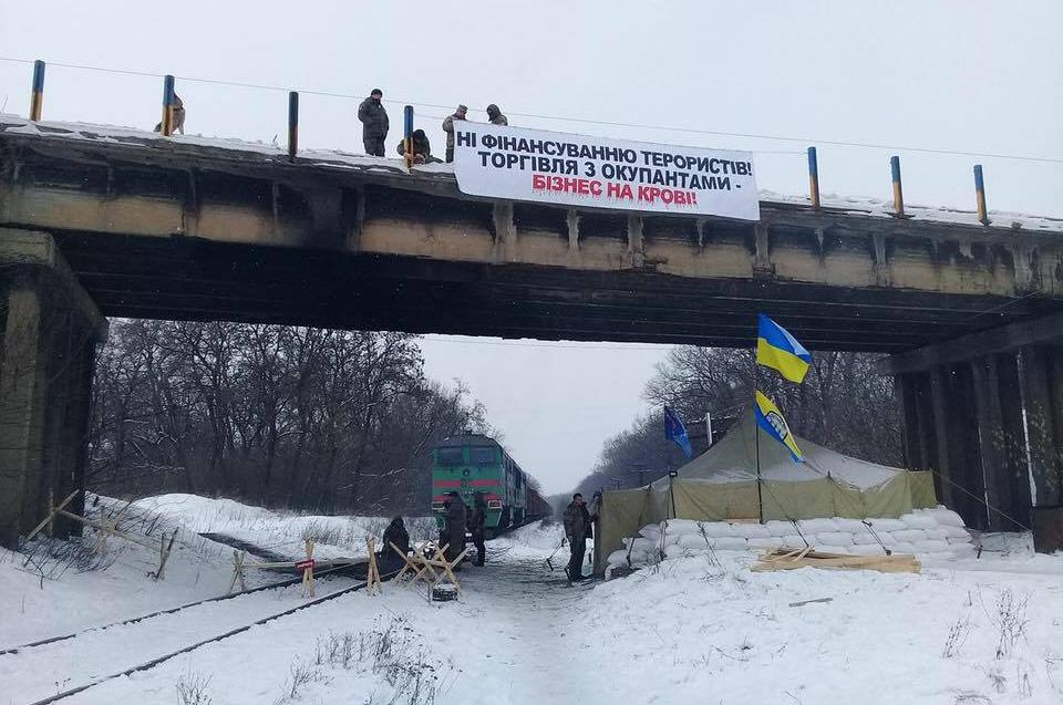 Власть должна срочно пресечь противоправные действия активистов, и разблокировать парализованные участки железной дороги