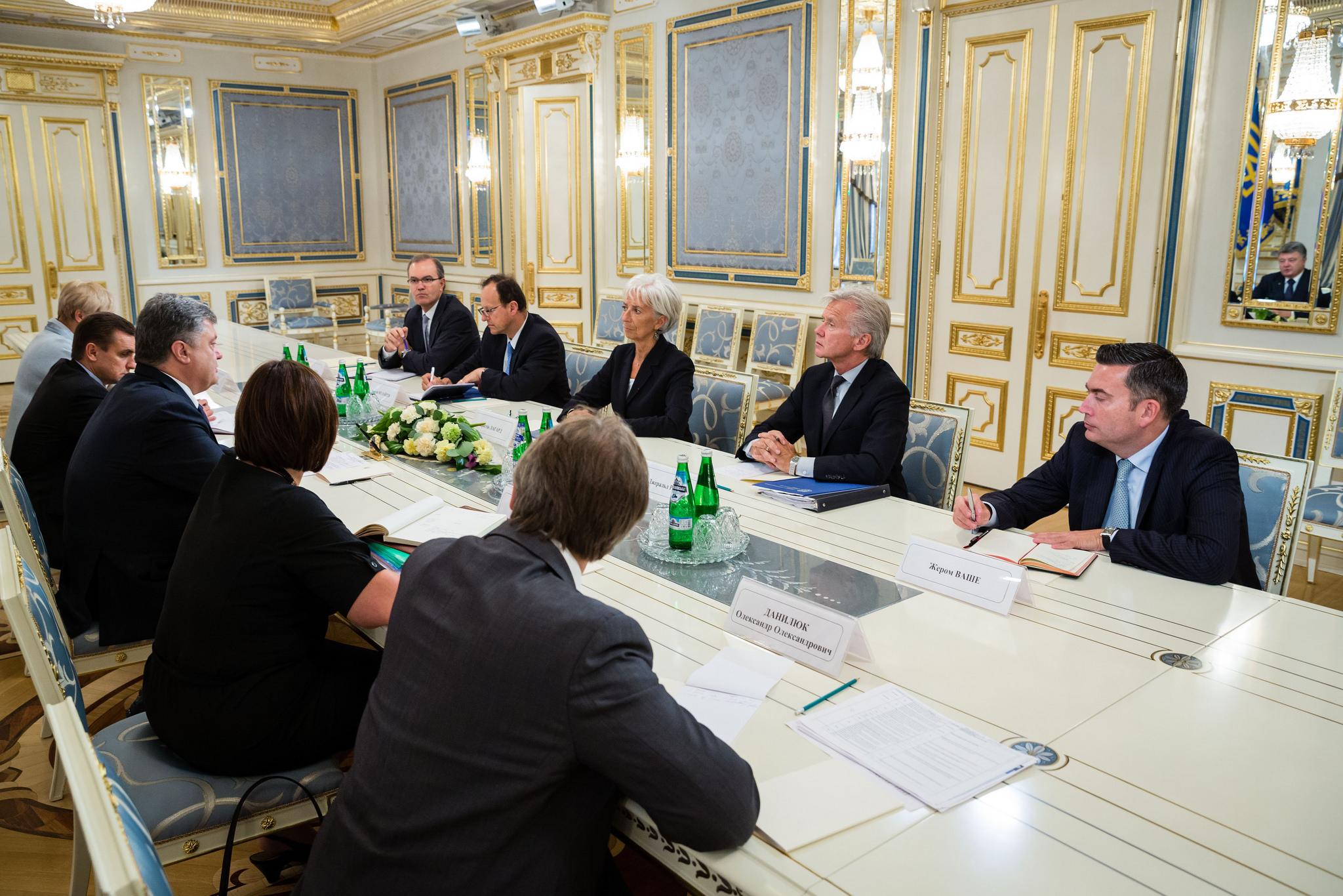 Ради чего у Порошенко поставили под угрозу важнейший кредит