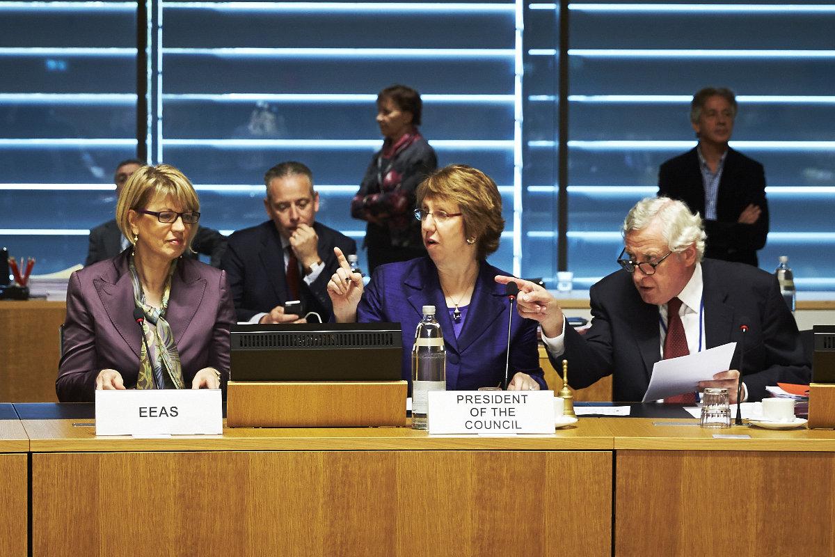 Совет ЕС по иностранным делам не стал пересматривать санкции против России