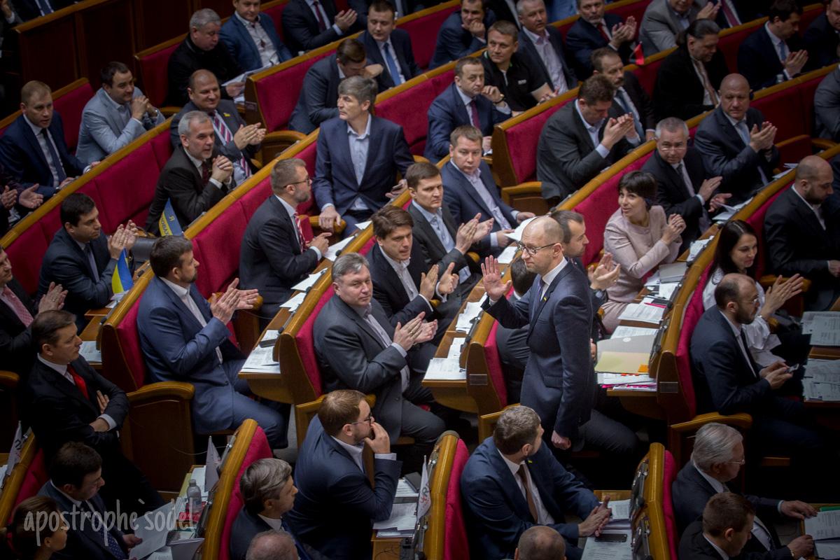 14 апреля парламент назначил новый состав правительства во главе с Владимиром Гройсманом