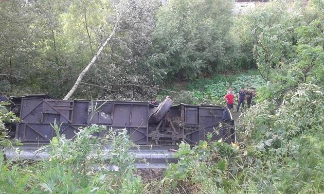 НаТернопільщині автобус із туристами впав упрірву, є загиблі