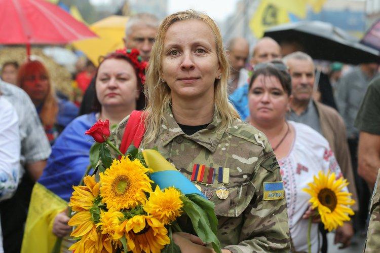 Військову службу в українській армії проходять майже 25 тис. жінок, із них понад 3 тис. - на офіцерських посадах, - Порошенко - Цензор.НЕТ 7219