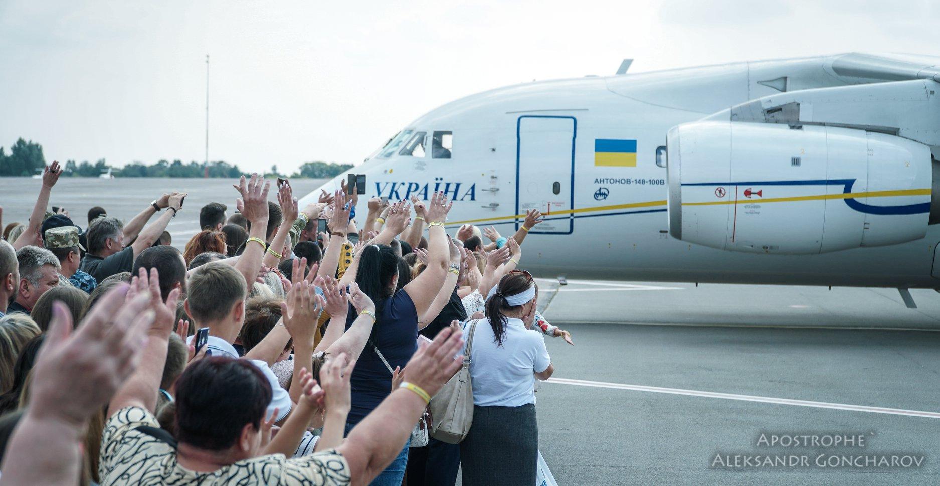На Батьківщину повернулися 35 в'язнів Кремля
