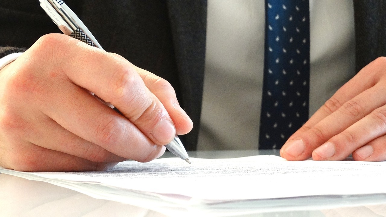 Известный юрист обратился с призывом к адвокатскому сообществу