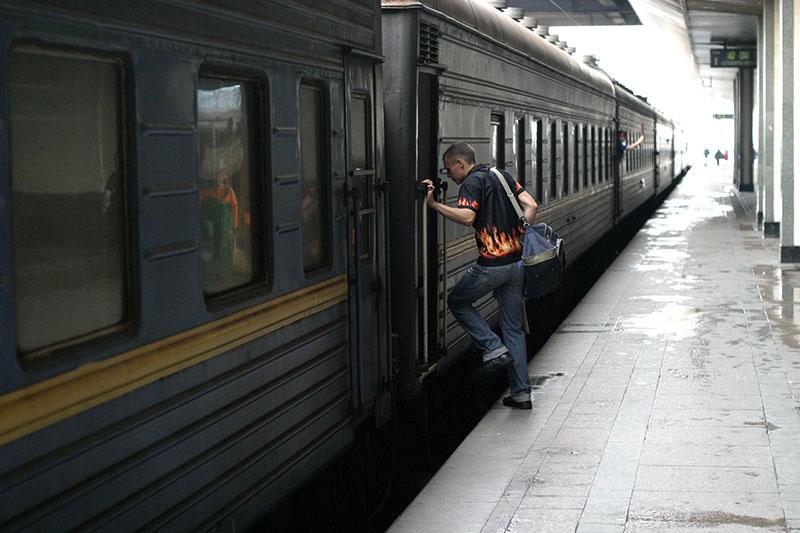 С сегодняшнего дня российские поезда не будут ездить в Украину