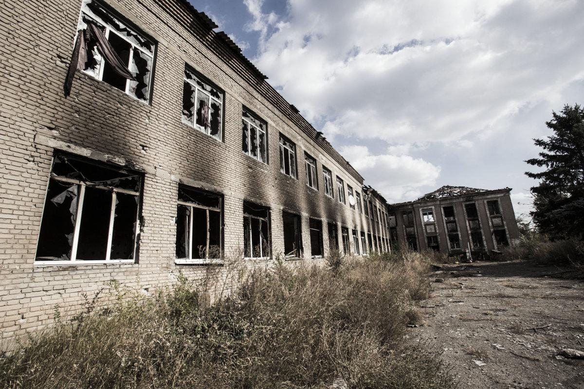 Картинки по запросу обстрелы донбасс школа