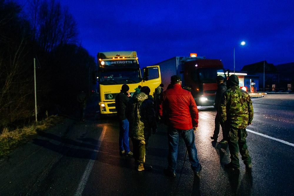 Блогеры довольны решением Кабмина о приостановке транзита российских грузовиков