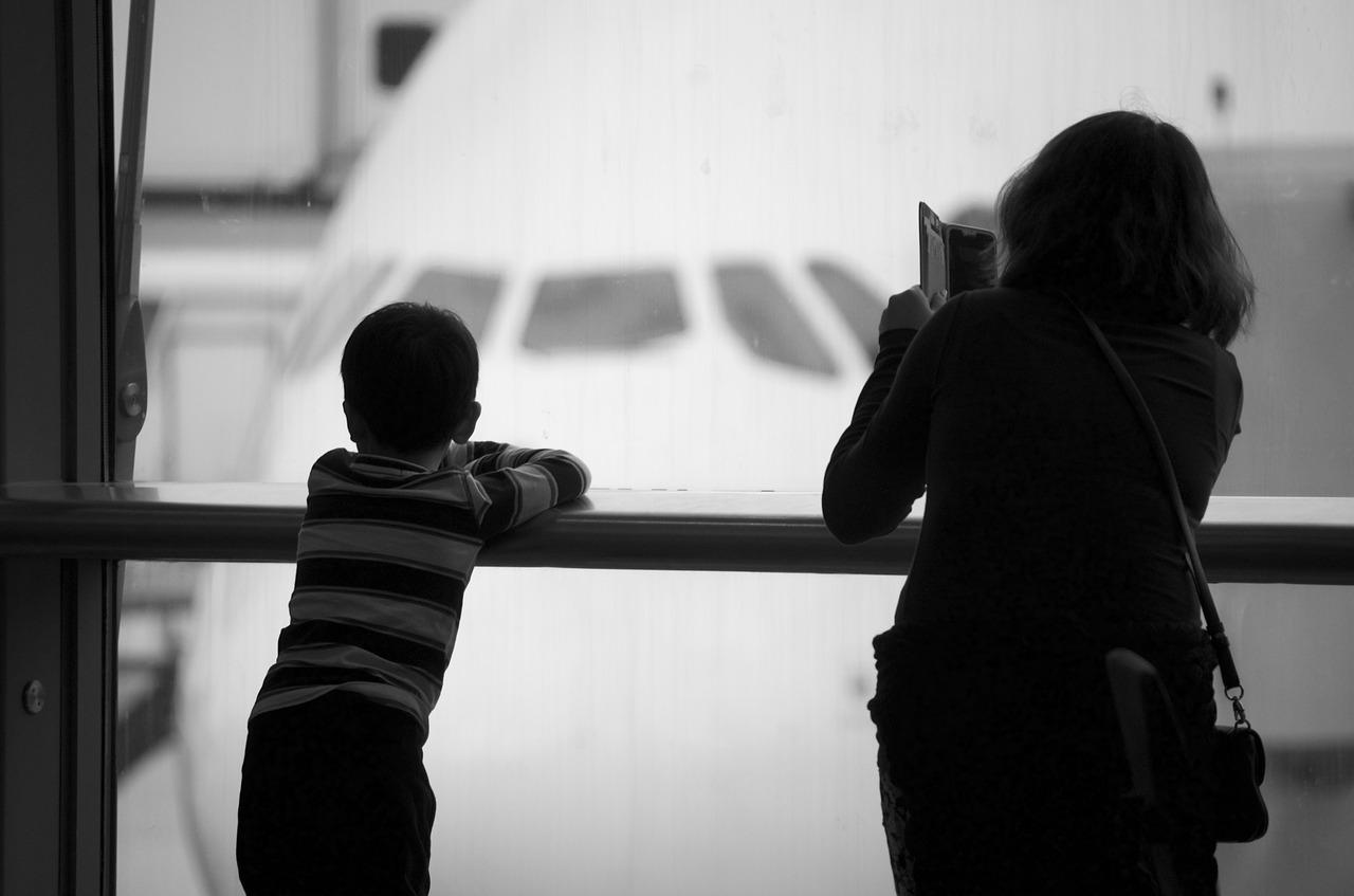 Украинским родителям станет проще вывозить своих детей за границу