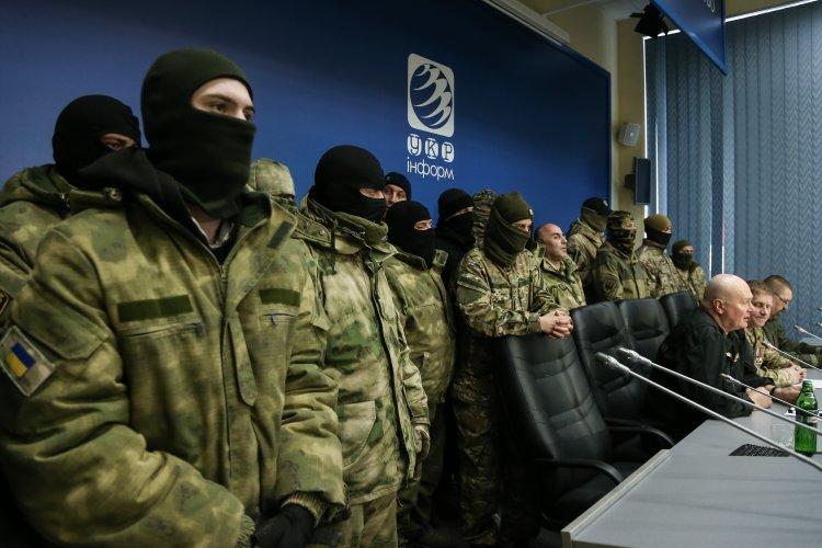 """Участники блокады пообещали """"разобраться"""" с МВД и СБУ в случае чего"""