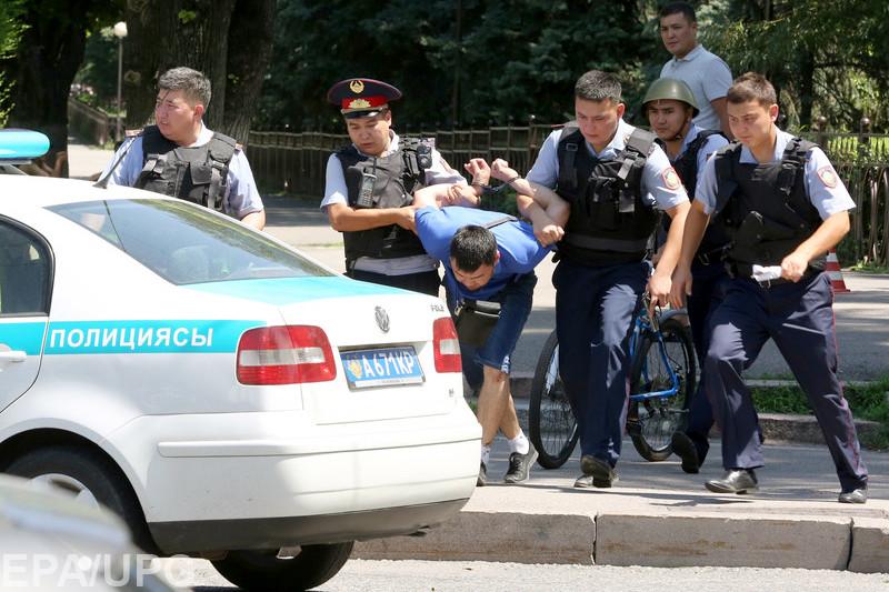 Правительство Казахстана отказывается видеть проблему исламистов: сегодняшнее нападение далеко не первый эпизод