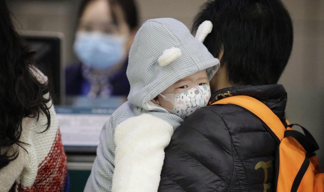 Вірус вражає легені та інші органи, наслідком цього стає страшна лихоманка.