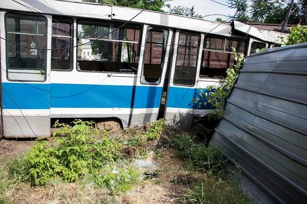 ВДнепре трамвай врезался впоезд, погиб работник железной дороги