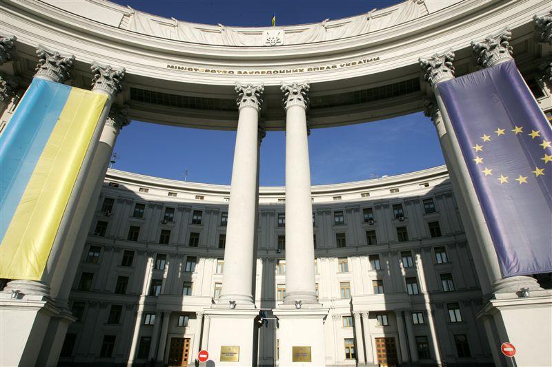 """Украинские дипломаты """"не хотят"""" изменить принципы своей деятельности"""