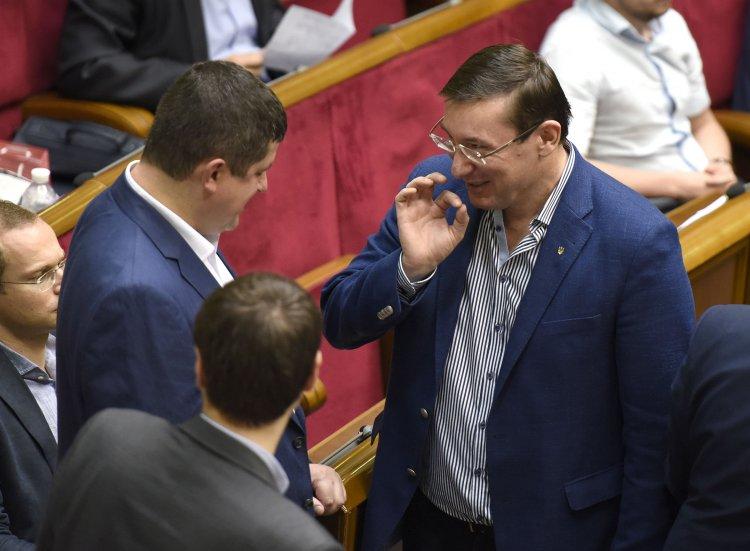 БПП собирает депутатов в новую коалицию, говорят, что за вознаграждение