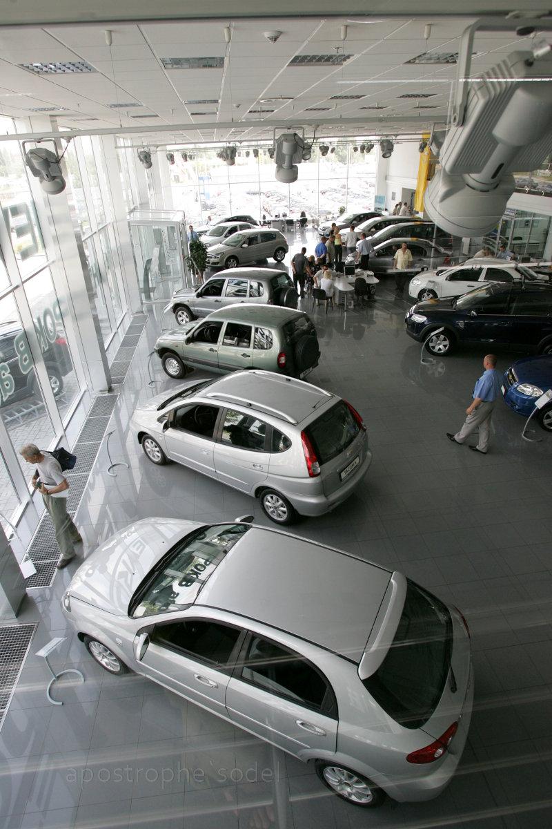 Из-за кризиса и удорожания кредитов спросом пользуются только автомобили премиум-класса