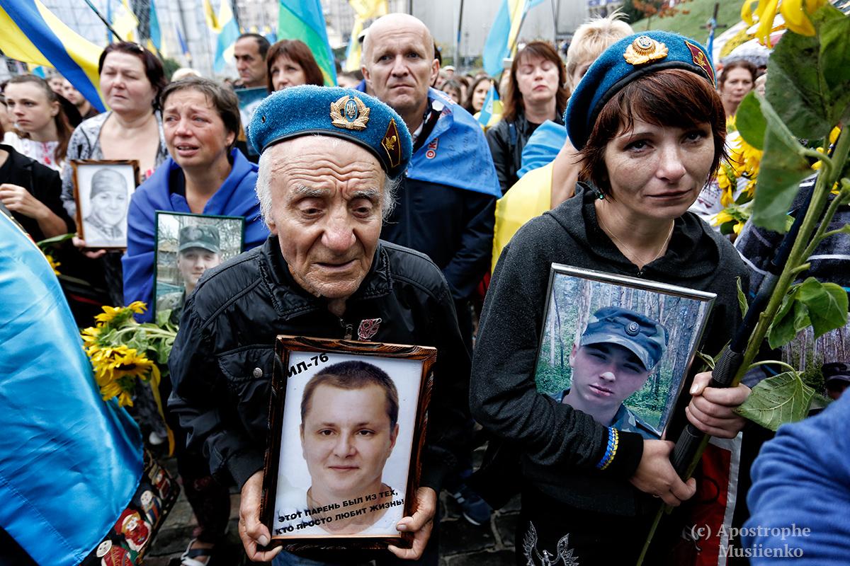 После военного парада в столице вспоминали погибших на Донбассе и во время Революции достоинства