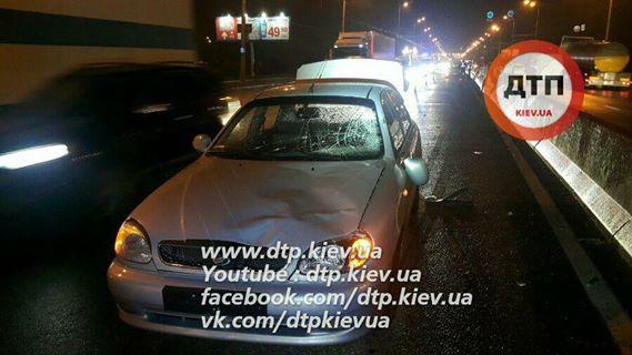 ВКиеве мужчина наспор перебегал дорогу сшестилетним сыном и умер