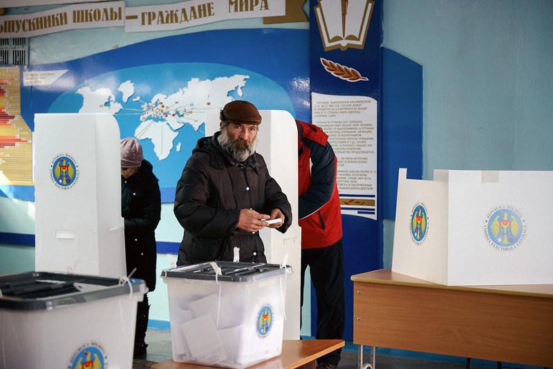 На парламентских выборах в Молдове побеждают проевропейские силы