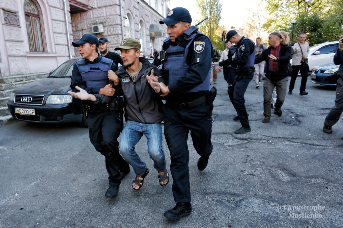 Активісти спробували перешкодити проведенню виборів до Держдуми РФ на території України