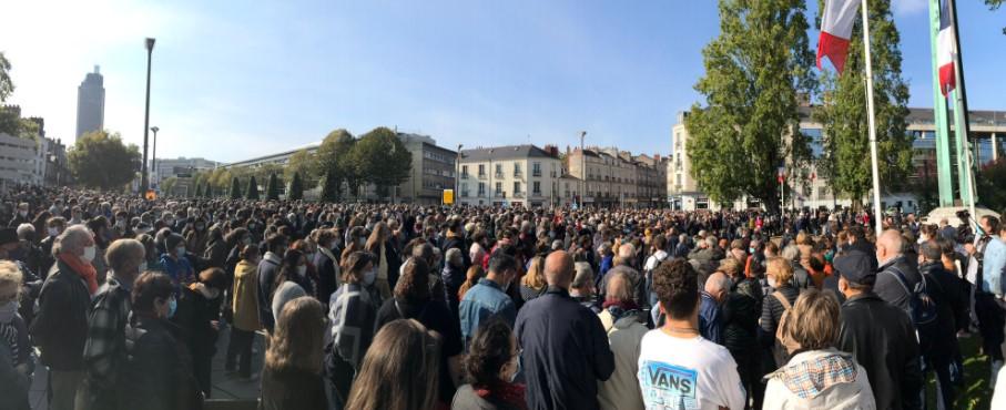 Во Франции тысячи людей вышли на митинги после резонансного убийства у