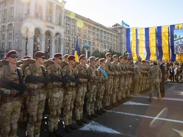 В центре Киева прошла военная техника