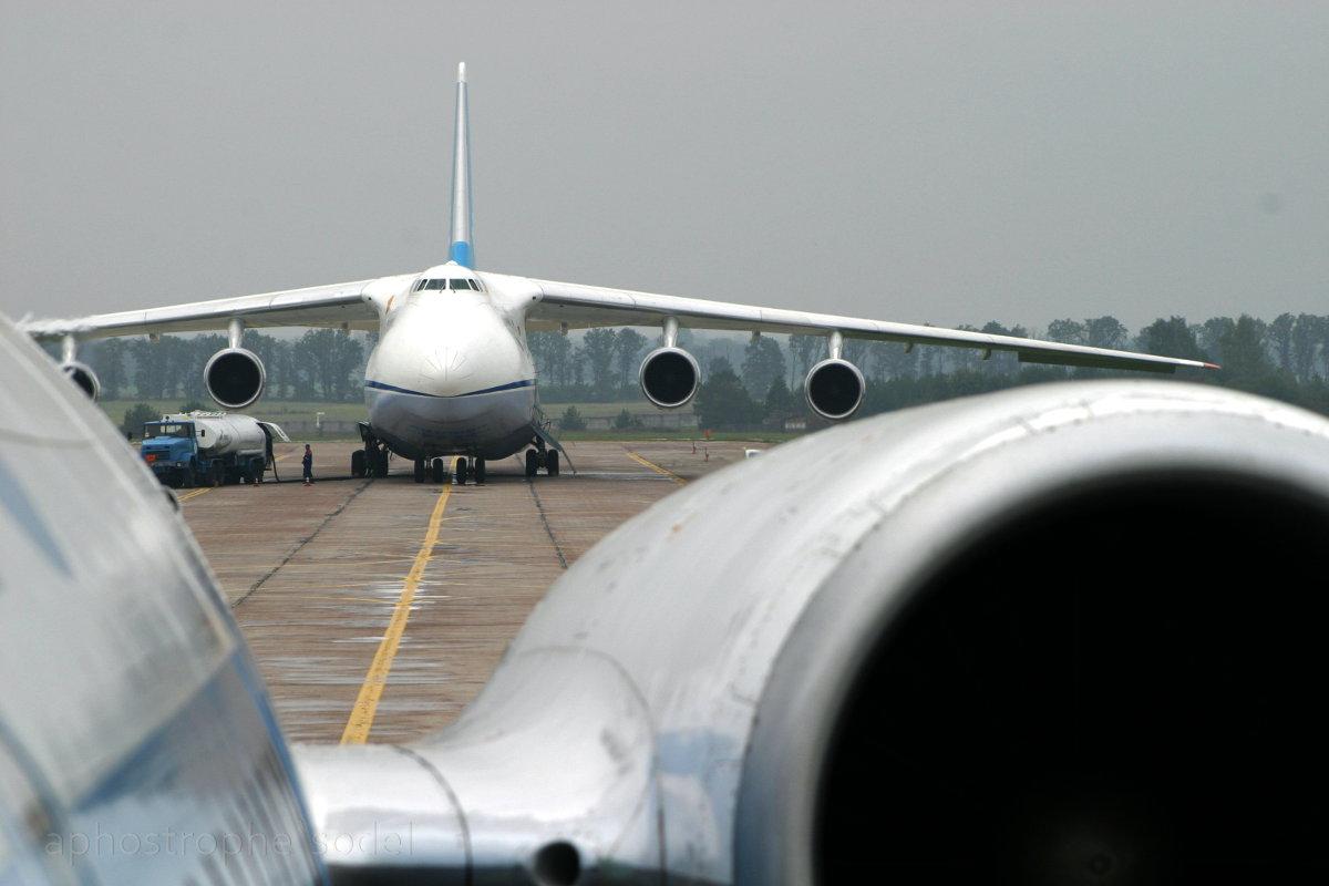 Россия запретила украинским авиакомпаниям транзитные полеты над своей территорией
