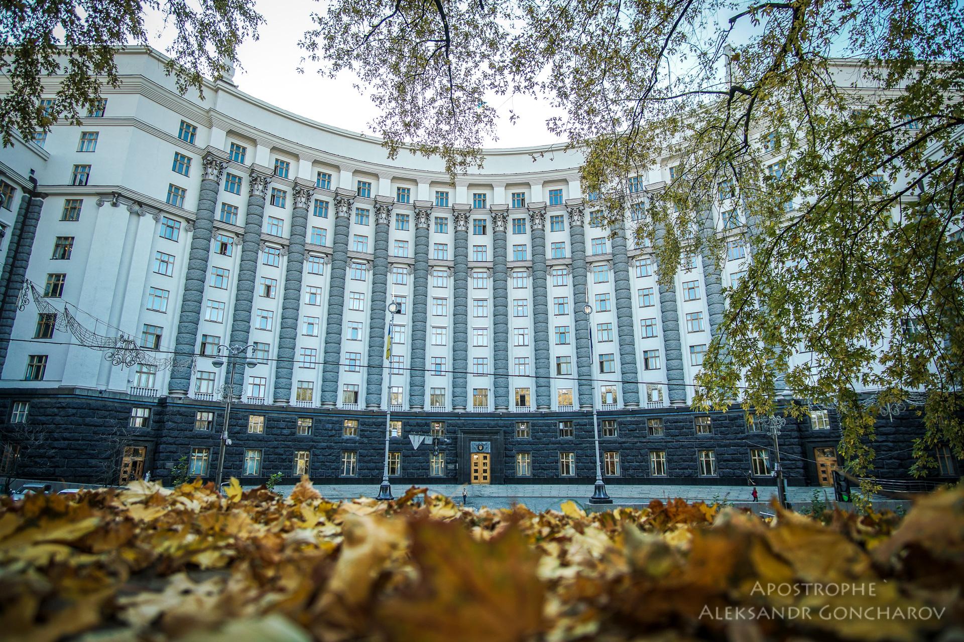 Кабмин заморозил бюджетные выплаты из-за дефицита в десятки миллиардов гривен