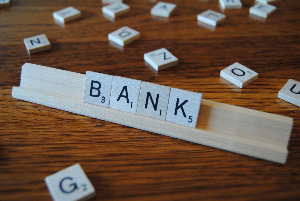 """Почему олигарх не захотел спасать принадлежащий ему банк """"Финансы и кредит"""""""