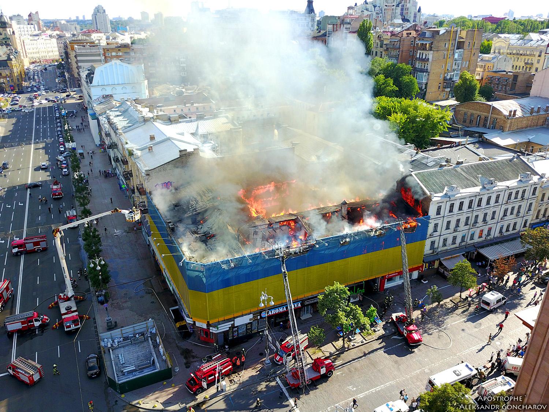 Потужна пожежа на Хрещатику: ексклюзивні фото і відео, зняті з висоти