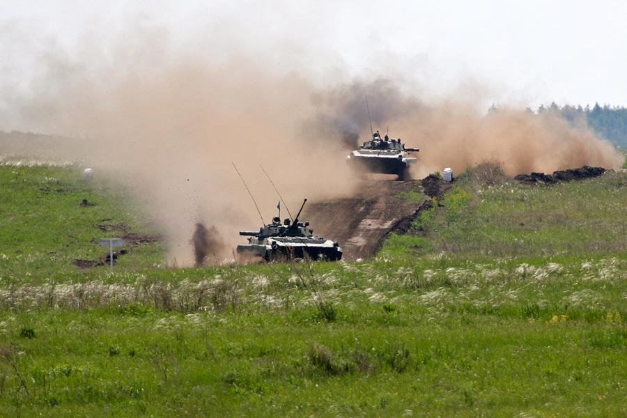 Военный эксперт пояснил, почему Россия формирует новые воинские части у границ с нашей страной