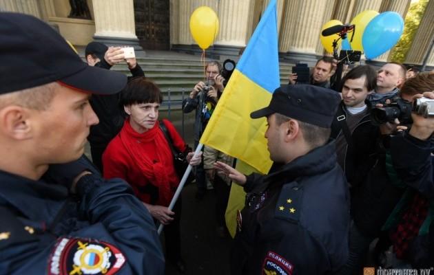Участники «Марша мира» несмогли пройти поНевскому проспекту