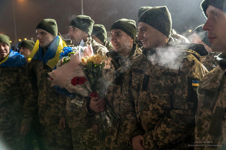 73 заложника боевиков вернулись к родным и близким