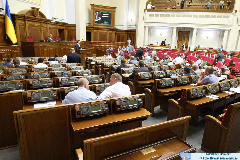 В парламенте зависли заявления об отказе от мандата уже трех нардепов
