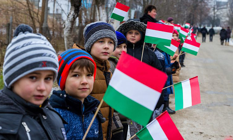 Будапешт выступает за формирование автономий в соседних странах