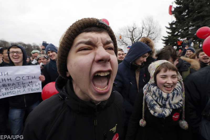 Аналитики из Stratfor считают, что недовольных режимом подростков в России сложно будет заставить замолчать