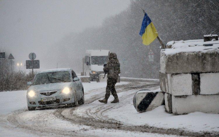 """""""Апостроф"""" выяснил, как граждане на фронте и в тылу переносят холодную погоду"""
