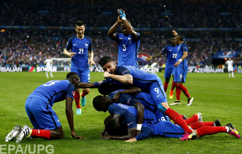В четвертьфинале чемпионата Европы хозяева остановили главную сенсацию турнира