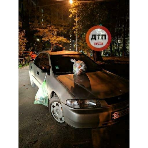 В Киеве авто «героя парковки» превратили в свалку