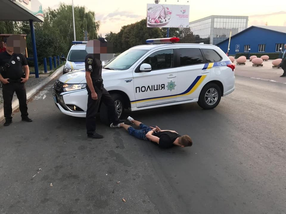 Підліток влаштував криваву різанину у таксі: усі деталі НП