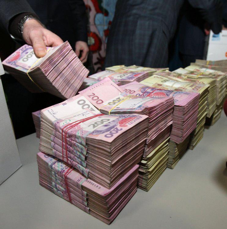 Примерно такая сумма средств находится в финучреждениях в зоне АТО