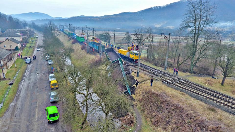 НаЗакарпатье случилось крупноеЧП: сошел срельсов поезд