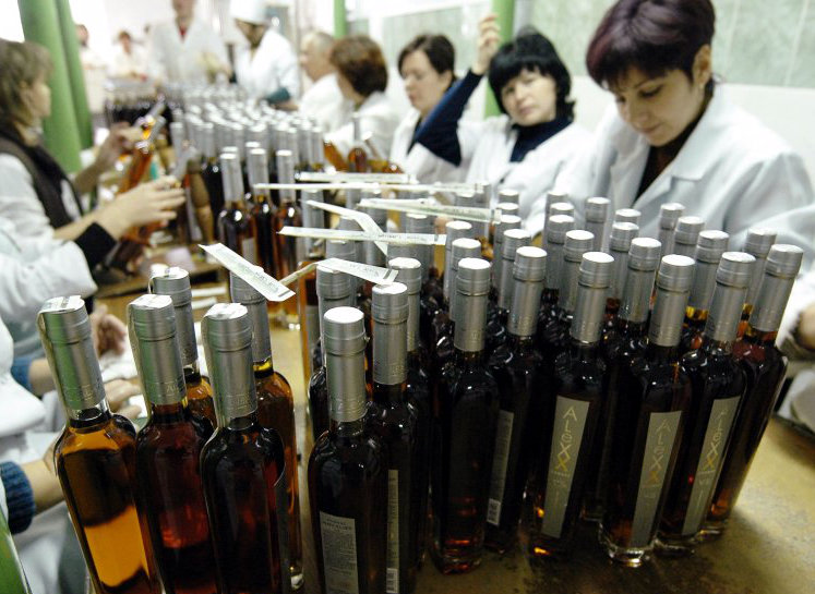 Правительство утвердило концепцию введения электронной акцизной марки для сигарет и алкоголя