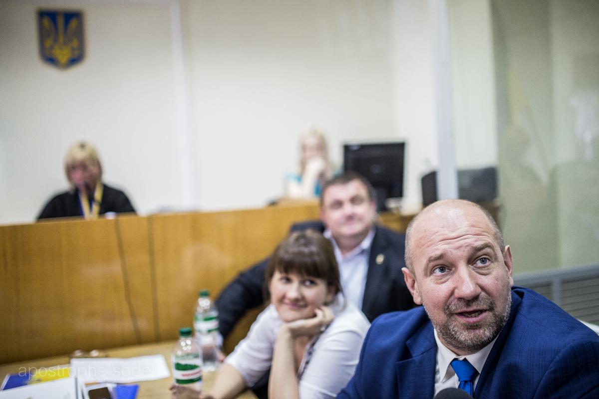 Українська еліта дражнить і насміхається над народом, частина якого гине на війні