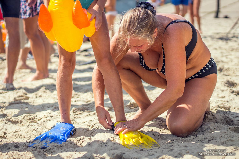 Голые на пляже  Photonudistcom