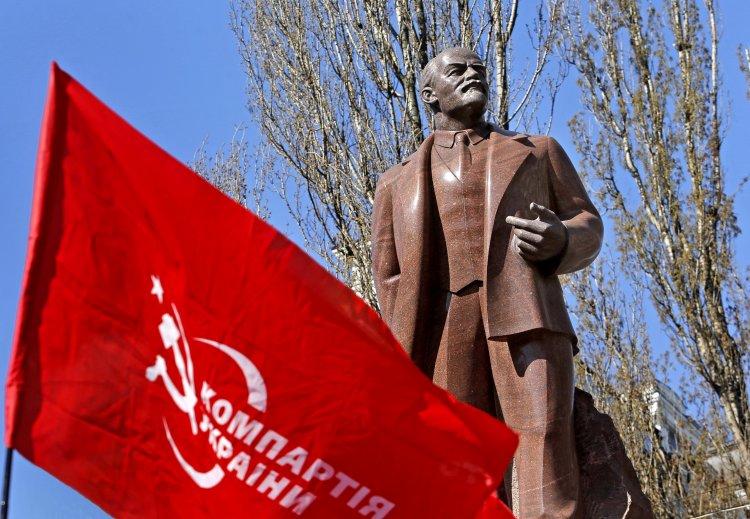 Количество людей, которые раньше готовы были голосовать за коммунистов, стремительно уменьшилось
