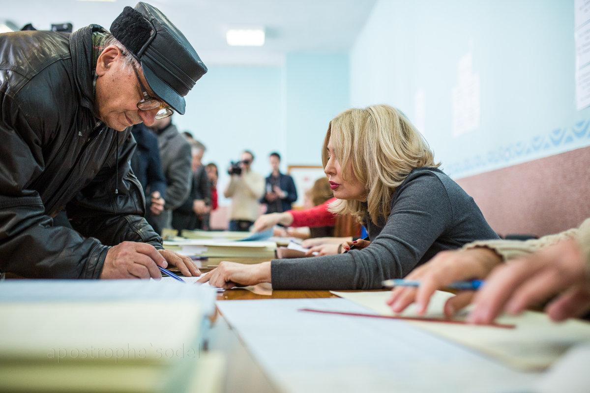 Арсений Яценюк, Олег Ляшко и Петр Симоненко голосовали на одном участке